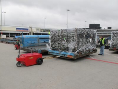 Xerowaste V-Move XXL moving airplane pallets at airport
