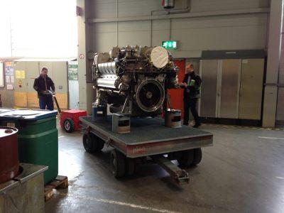 Xerowaste.ca | Remolcador eléctrico V-Move XL con motor grande | Remolcador de peatones eléctrico industrial | Remolcador multiusos a batería
