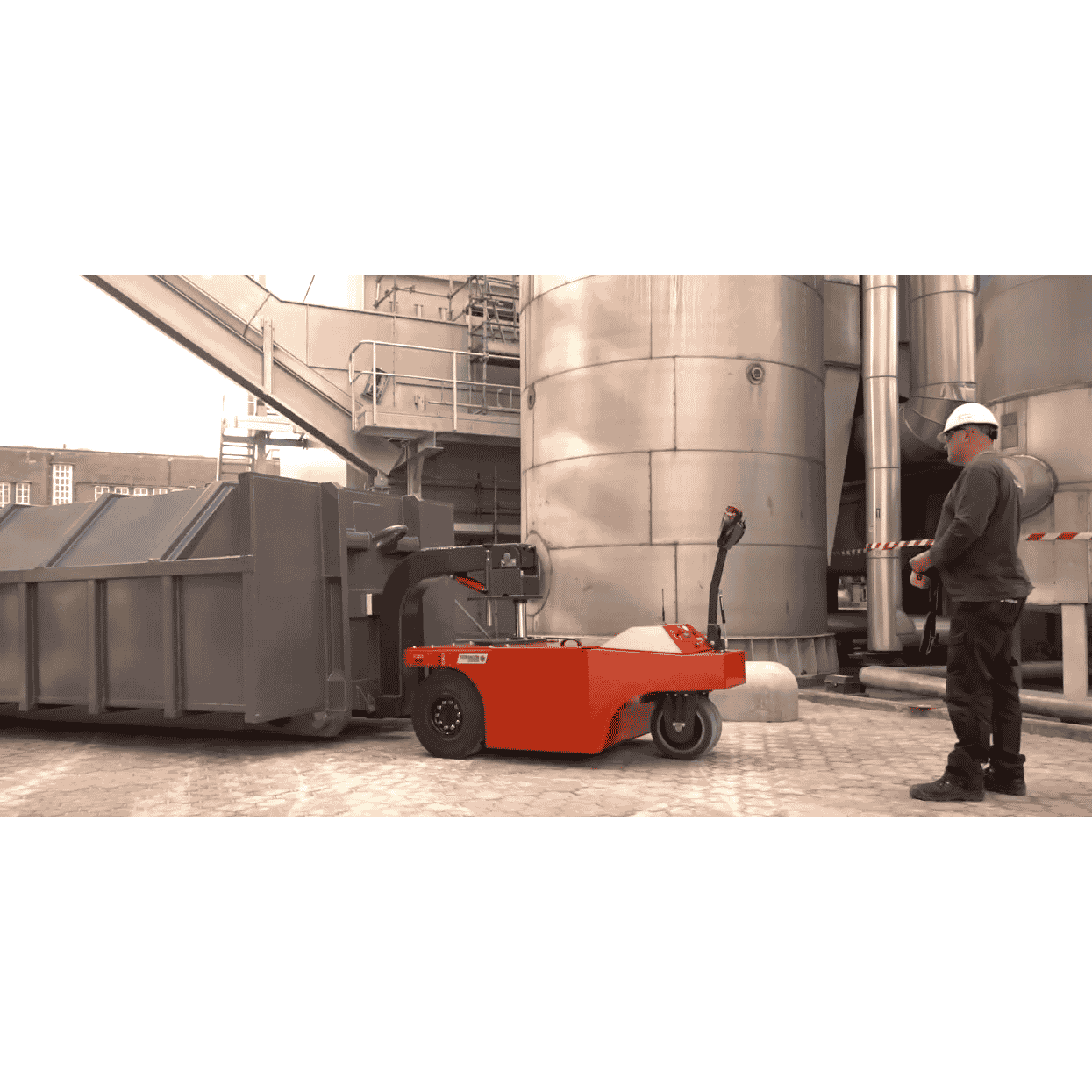 Xerowaste | V-Move 4XL heavy-duty load mover moving RO compactor bin