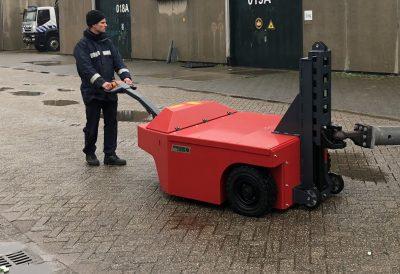Xerowaste.ca | Transporteur de charge industriel V-Move 4XL tirant une charge lourde