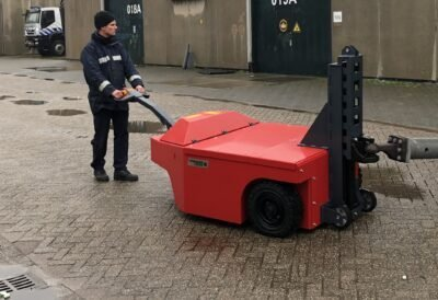 Xerowaste.ca | V-Move 4XL industrial load mover pulling heavy load