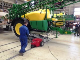 V-move XL moving manufacturing of John Deere tractors and accessories | Xerowaste.ca